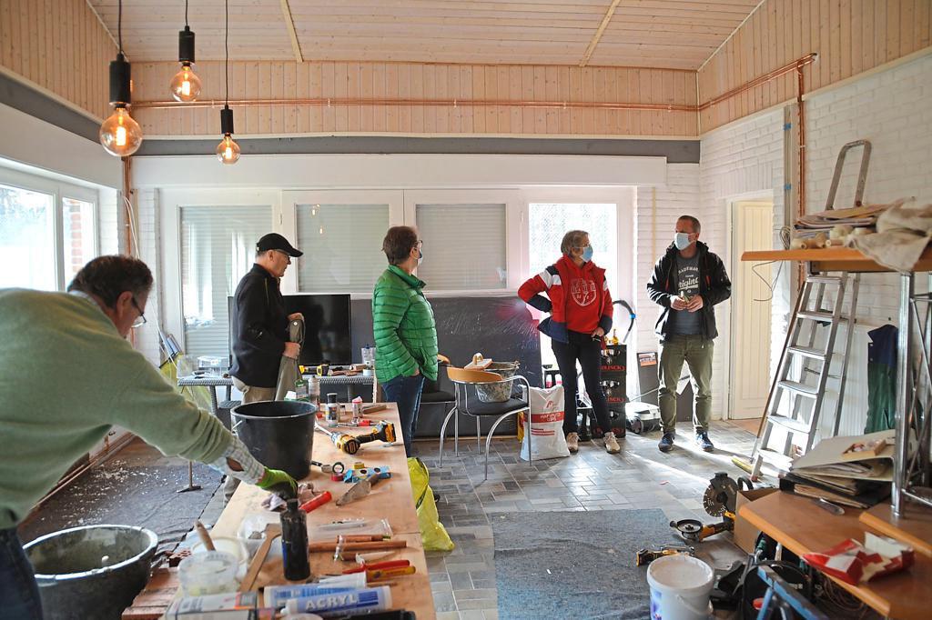 Noch eine Baustelle, aber zum Saisonbeginn bezugsfertig: Die Vereinsheim-Sanierung macht deutliche Fortschritte Foto: Dorothee Zimmer